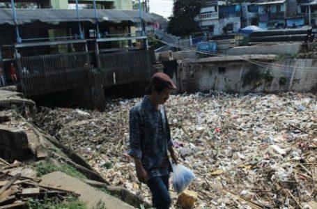 Warga Centex, Jakarta Timur, selama 10 Tahun Hidup di Kawasan Sampah