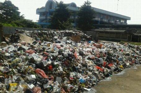 Menumpuk, Sampah Jakarta Menuntut Diangkut