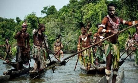 Masyarakat Adat Solomon Island Tebang Pohon Dengan Caci Maki