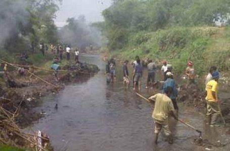 BPLH Kab. Bandung Rehabilitasi Sungai Citarum Melalui Pemberishan Aliran Sungai & Penanaman Pohon