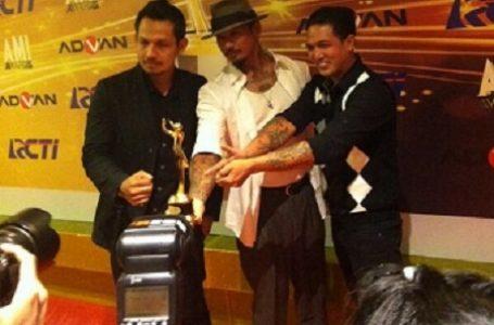 'Supermen Is Dead' Kampanye Penolakan Reklamasi Pantai Bali di Gelaran AMI Awards