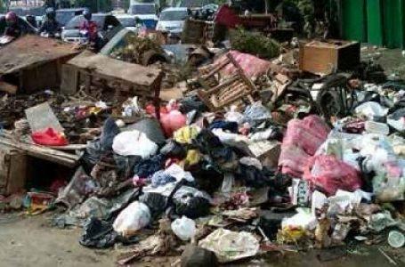 Tumpukan Sampah Di Jalan Pasar Pulo Jahe
