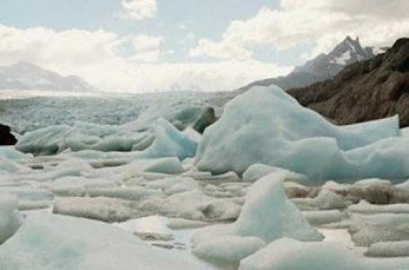 Antartika Kehilangan 160 Miliar Ton Es dalam Setahun