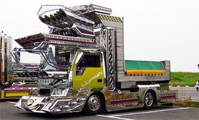Dekotora (Decoration Truck) Gelar Acara Amal Untuk Korban Tsunami Fukushima