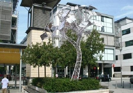 Inggris Akan Miliki Pohon Bertenaga Surya