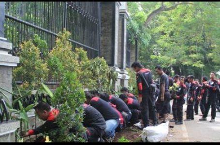 Upah Minimum Naik, Buruh Luapkan Syukur Dengan Tanam 1000 Pohon