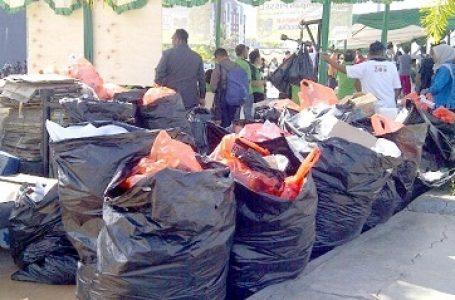 HUT PPE Sulawesi Kantongkan 500 Kg Sampah di Pantai Losari