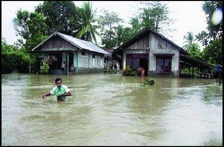 Banjir yang Terjadi di Kabupaten Gresik (Gambar: tribunnews)