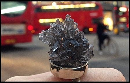 Bulir Beras Jadi Perhiasan Ramah Lingkungan