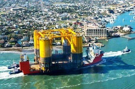 Enam Aktivis Greenpeace Mencegat Anjungan Shell