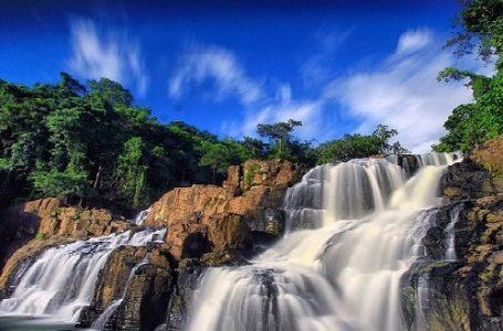 Air Terjun Bersusun Parangloe, Tampilkan Lapisan Bebatuan Menarik