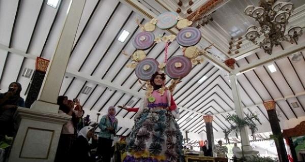 BLH Pasuruan Gelar Lomba Fashion Show Daur Ulang