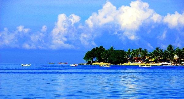 Pulau Kecil di Barat Makassar yang Indah