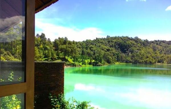 Seribu Keindahan Danau Tiga Warna Tomohon