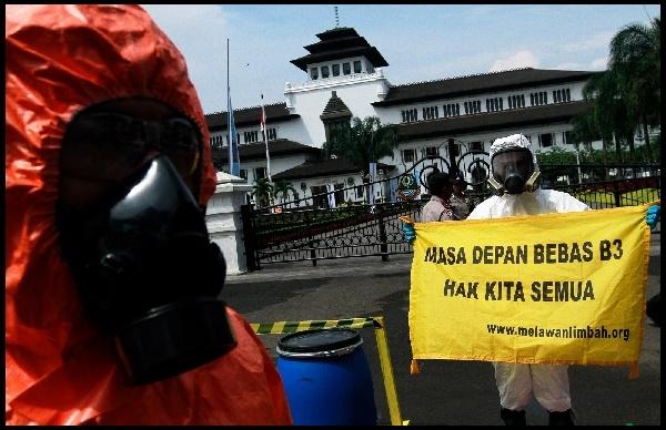 Aktivis di Bandung Gelar Aksi Tuntut Pencemaran Limbah Industri