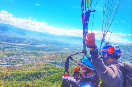 Olahraga paralayang yang terdapat di Sulawesi Tengah dan juga merupakan lokasi paralayang terbaik se-Asia Tenggara. (Gambar: IG @Great_hawk)