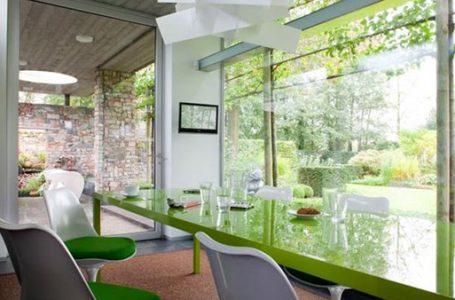 Ilustrasi: Bekerja di ruangan hijau dapat meningkatkan kualitas kesehatan dan pikiran (Gambar: Green Building Press)
