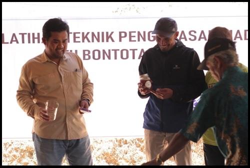 Program Kemitraan Masyarakat (PKM): Upaya Menggairahkan Pengusahaan Madu Lokal Unggulan Masyarakat Desa Pattanyamang