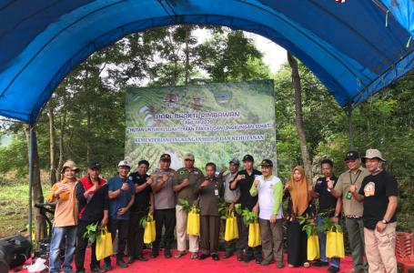 Peringatan Hari Bakti Rimbawan ke-37 tahun 2020 di Sulawesi Selatan (Sulsel) dipusatkan di lokasi Kebun Bibit Rakyat (KBR) Desa Tompobulu.