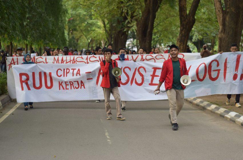 Dianggap akan Mengancam Lingkungan Hidup, Mahasiswa Unhas Gelar Aksi Tolak Omnibus Law RUU Cipta Kerja