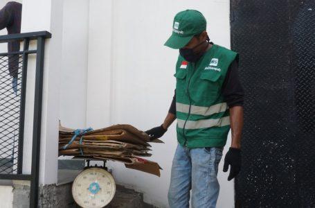 [:en]MallSampah menghubungkan pengguna dengan pengepul, pemulung dan unit-unit pengelola sampah terdekat agar lebih mudah menjual dan mendaur ulang sampah. (Gambar: PT. MallSampah)[:]